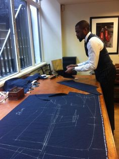 I understand & wish to continue: Photo Nigerian Men Fashion, African Men Fashion, Suit Pattern, Jacket Pattern, Tailoring Techniques, Sewing Techniques, Mens Fashion Suits, Mens Suits, Tailored Fashion