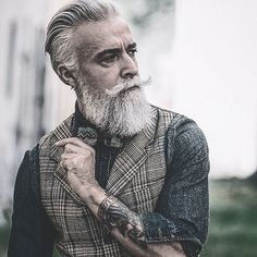 Our favorite looking fabulous as allways! Hope you all had a fantastic weekend! ➖➖➖➖➖➖➖➖➖➖➖➖➖➖ @beardlov3 to @alessandro_manfredini
