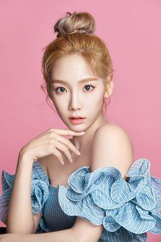 A site about South Korea& top girl groups SNSD Girls Generation f(x) Wonder Girls Snsd, Yoona, Kim Hyoyeon, Girls Generation, Girls' Generation Taeyeon, Kpop Girl Groups, Korean Girl Groups, Kpop Girls, Taeyeon Wallpapers