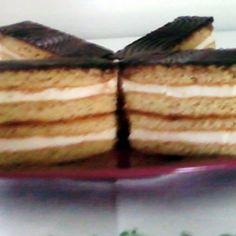 Két krémes mézes krémes | Nosalty Pancakes, Cheesecake, Breakfast, Desserts, Food, Morning Coffee, Tailgate Desserts, Deserts, Cheesecakes