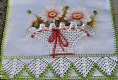 Lindo pano de prato para decorar sua cozinha feito com pintura feita a mão e decorado com pontos em crochê 100% algodão. Fazemos no tema e na cor que desejar! Medida do pano de prato com o bico de crochê 0.48x074 cm.