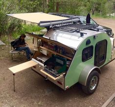 Nostalgic mini camping trailers are making a strong comeback on variety, style, convenience, price and ease of towing behind smaller cars, pickups and SUVs Camping Trailer Diy, Small Camper Trailers, Camping 3, Teardrop Camping, Teardrop Camper Trailer, Off Road Camper Trailer, Small Trailer, Small Campers, Vintage Campers Trailers