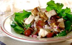 A wonderfully refreshing option. The grapes add a delicious sweetness to the salad and the pecan nuts give it a good crunch! Serve this with steamed baby potatoes. Chicken Salad With Grapes, Meat Salad, Pecan Nuts, Dinner Recipes, Yummy Recipes, Recipies, Quick Easy Meals, Finger Foods, Salad Recipes