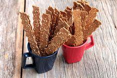 Confira a receita desses crocantes e deliciosos palitos integrais com gergelim, linhaça e chia. Esses palitos saudáveis são muito fáceis de fazer e são uma ótima opção para o seu lanche e café da manhã.