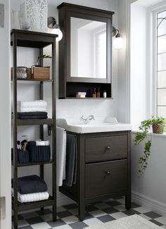 Вместительная темно-коричневая мебель для ванной комнаты