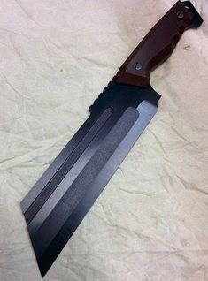 Cool Knives, Knives And Tools, Knives And Swords, Tactical Knives, Choppers Personalizadas, Knife Patterns, La Forge, Custom Choppers, Concept Weapons