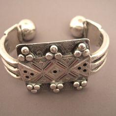 Mauritania - Cuff - Silver, enamel Tribal Jewelry, Indian Jewelry, Jewelry Art, Silver Jewelry, Ancient Jewelry, Antique Jewelry, Cuff Bracelets, Bangles, Silver Enamel
