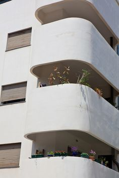 Bauhaus building balconies with flowers. Photo taken by Dana Friedlander for the Israeli Ministry of Tourism. Minimalist Architecture, Sustainable Architecture, Art And Architecture, Architecture Details, Pavilion Architecture, Residential Architecture, Contemporary Architecture, Bauhaus Building, Building Art