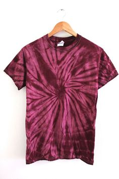 Simple deep plum tie-dyed, cotton t-shirt. Please note: Each tie-dyed tee is hand dyed and slightly unique. Washing instructions: Machine wash inside out in very cold water, dry normally. Slight fading may occur. Tie Dye Shirts, Tie Dye Hoodie, Bleach Tie Dye, Tye Dye, Tie Dye Crafts, Diy Crafts, Tie Dye Crop Top, Western Wear, Lounge Wear