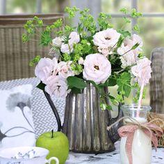 Die 33 Besten Bilder Von Blumen Auf Dem Tisch In 2019 Decorating