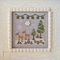 COUNTRY COTTAGE NEEDLEWORKS - Frosty Forest - Snowy Deer - Des Filles et une Aiguille