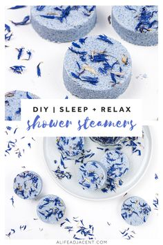 Learn how to make lavender DIY shower steamers for sleep! You'll be ready for … Learn how to make lavender DIY shower steamers for sleep! You'll be ready for bed in no time with the power of aromatherapy. These natural shower melts are made with. Diy Cosmetic, Diy Peeling, Natural Showers, Diy Cadeau Noel, Savon Soap, Soaps, Diy Vintage, Shower Bombs, Diy Bath Bombs