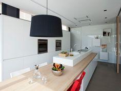 En cohérence avec l'architecture contemporaine de leur maison, située en…