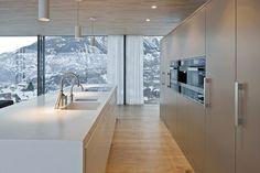 HI-MACS® per una casa 'verde' in Svizzera Home, Contemporary Home Furniture, Kitchen Design, Kitchen Inspirations, Contemporary House, Modern Kitchen, House, Kitchen Style, House Interior