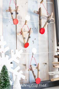 The cutest reindeer crafts you've seen! Driftwood reindeer ornaments! Plus other creative Christmas craft ideas. #driftwoodcrafts #rusticdecor #Christmascrafts #reindeer