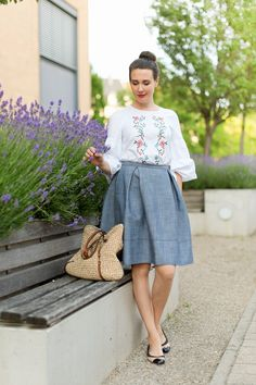 Outfit: White Embroidered Blouse | www.moodforstyle.de | Fashion, Food, Beauty & Lifestyle Blog from Germany | #blouse #fashion #outfit #look #skirt #bag #lavender #ootd #summerstyle