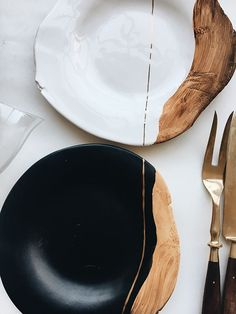 The romantic, delicate and intimate craftsmanship of the kitchenware designer …, … – Holz Tisch – Ceramic Kitchen Dining, Kitchen Decor, Kitchen Cook, Gold Kitchen, Kitchen Tables, Wooden Kitchen, Dining Tables, Design Kitchen, Diy Kitchen