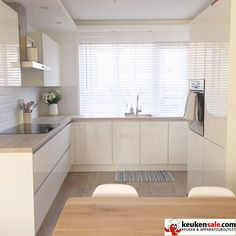 20 Relaxing Kitchen Cabinet Colour Combinations Ideas To Try Modern Kitchen Cabinets Cabinet colour Combinations Ideas Kitchen Relaxing Kitchen Cabinets Color Combination, Cheap Kitchen Cabinets, Kitchen Cabinet Colors, Painting Kitchen Cabinets, Vintage Kitchen Cabinets, Kitchen Cabinetry, Kitchen Paint, Wood Cabinets, Kitchen Colors
