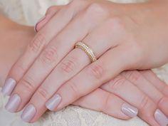 11-alianca-de-casamento-ouro-18k-e-diamantes Engagement Rings Couple, Wedding Bands, Wedding Planning, Wedding Ideas, Silver Rings, Bride, Nails, Creative, Beauty