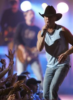 Musician Kenny Chesney (center) performs onstage at the iHeartRadio Music Festival held at the MGM Grand Garden Arena on September 2011 in Las Vegas, Nevada. Kenny Chesney Tour, Kenny Chesney Concert, Kenney Chesney, Male Country Singers, Cmt Music Awards, Entertainer Of The Year, Jake Owen, Lionel Richie, Eric Church