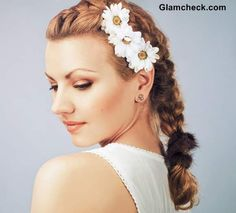 Discover a lot of photos about Honey caramel hair color, a service that helps you discover and save photos of the best ideas Easy Beach Hairstyles, Unique Hairstyles, Girl Hairstyles, Braided Hairstyles, Flower Hairstyles, Haircuts For Long Hair, Braids For Long Hair, Honey Caramel Hair Color, Chic Haircut