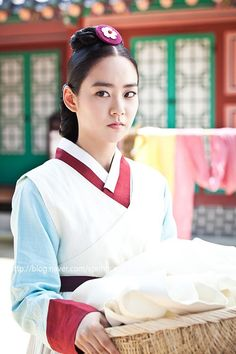 "Living by Love, 인현왕후 민씨 2013 #KDrama #CostumeDrama. Kara SeungYeon in palace maid #hanbok. She plays a maid whose ambition equals Jan Ok-jung and who would become Choe Suk-bin. In this tv serie she's crazy little minx ... but is she the same person as ""Dong Yi""? <3"