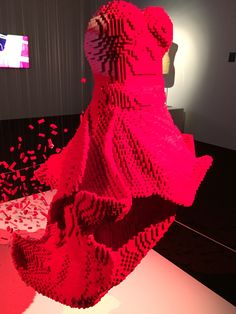 Dress - In pieces - Nathan Sawaya & Dean West