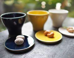 蓋の上に『おつまみ』『お茶請け』をのせて、お茶や飲み物などを。。。- フタ付きフリーカップ〜金善窯〜有田焼