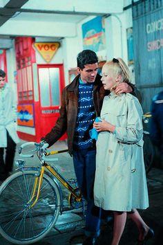 """""""Nunca podré vivir sin ti. No te vayas. Moriré. Un instante sin ti y dejo de existir"""".  (Esto mismo le decía cantando Catherine Deneuve a Nino Castelnuovo en un café de una lluviosa Cherburgo. Nos sigue conmoviendo. Los paraguas de Cherburgo, Jacques Demy, 1963)."""