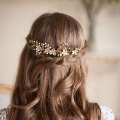 Headpieces and Hair Accessories that We Adore! This flower and gold vine comb headpiece from AnnaMarguerite will complete the look for any boho bride.This flower and gold vine comb headpiece from AnnaMarguerite will complete the look for any boho bride. Wedding Hair And Makeup, Wedding Hair Accessories, Hair Makeup, Hair Wedding, Flower Hair Accessories, Bride Makeup, Hair Vine, Bride Hairstyles, Hairstyle Wedding