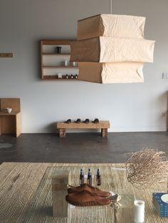 Store Interiors, Home Living Room, Fashion Addict, Body Care, Home Goods, Minimalism, Shelves, Interior Design, Lighting