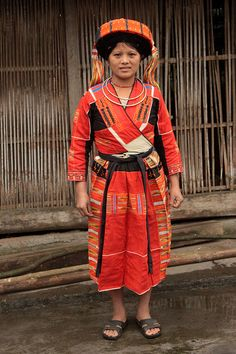Pa Then tribal woman (My Bac village).  Locality: Concentrated in communes of Ha Giang and Tuyen Quang provinces. Customs and habits: Pa Then houses are built either on stilts, level with the ground, or half on stilts and half on the earth. Marriage is strictly forbidden within the same lineage. According to customs, after marriage the husband lives with his wife's family for a certain amount of time. If the wife has no brothers, the husband will live with his wife's family forever, and he…