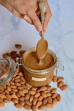 Simple Two-Ingredient Homemade Almond Butter - Alphafoodie Homemade Almond Butter, Raw Almond Butter, Vegan Peanut Butter, Almond Butter Smoothie, Blender Food Processor, Food Processor Recipes, Delicious Vegan Recipes, Healthy Recipes, Diy Home