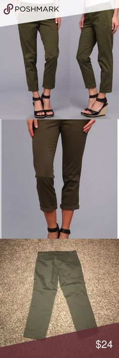 "Stitch Fix Kut from the Kloth Gwen Trouser Brand new Kut from the Kloth Gwen Relaxed Trouser. From Stitch Fix.   Size 6  Inseam 23.5"" Kut from the Kloth Pants Ankle & Cropped"