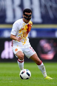 Pedro Rodriguez of Spain runs with the ball during an international friendly match between Spain and Bosnia at the AFG Arena on May 29, 2016 in St Gallen, Switzerland.