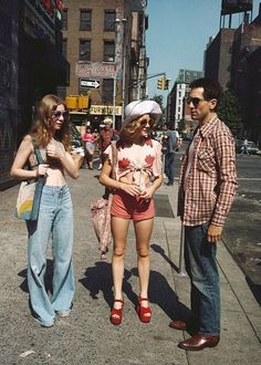 Billie Perkins, Jodie Foster, and Robert De Niro on the set of Taxi Driver, 1975