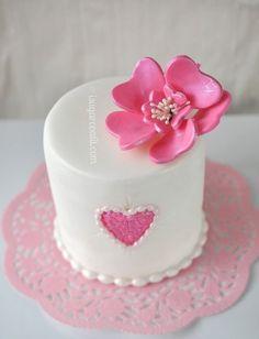Pretty #Pink #Flower and pink Love #Heart on #White Mini #Cake! Red Velvet Mini Cakes