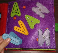 letras Van, Wallet, Books, Quiet Books, Hand Sewing, Felt, Lyrics, Needlework, Pocket Wallet