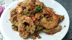Salted Egg Cereal Prawns (Recipe) Prawn Recipes, My Recipes, Salted Egg, Fried Rice, Seafood, Fries, Cereal, Eggs, Beef
