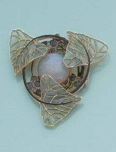 AN ART NOUVEAU OPAL, ENAMEL AND GOLD PENDANT, BY LALIQUE.  Gepind door:  www.sieradenschilderijenatelierjose.com, ca. 1900, signed Lalique