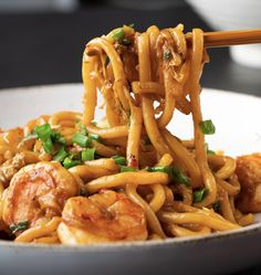 Garlic Prawn Udon - Marion's Kitchen was good with yakisoba noodles, thin noodles Prawn Recipes, Fish Recipes, Asian Recipes, Healthy Recipes, Ethnic Recipes, Japanese Recipes, Chinese Recipes, Chinese Food, Noodles