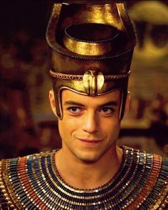 Here you see beauty in it's glorious splendor. Movie Gifs, Night At The Museum, Mr Robot, River Phoenix, Rami Malek, Tumblr, Keanu Reeves, Lady And Gentlemen, Movie Characters