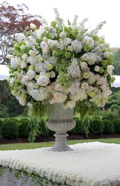 Beautiful wedding floral bouquet set on a stunningly decorated floral table. White Flower Arrangements, Floral Centerpieces, Wedding Centerpieces, Wedding Bouquets, Ikebana, Large Flowers, White Flowers, Beautiful Flowers, Floral Wedding