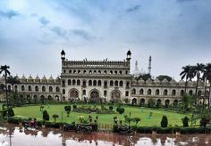 Here is yet another monument  of India - the Bara Imambara which is famous and holds historical, cultural and heritage importance.   Located in Lucknow, this is a must-visit when in the city.   #India #monumentsofindia #BaraImambara #Lucknow #muslim #travel #trip #tour #yolo #usa #UCLA
