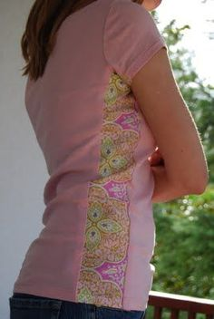 Side Panel Shirt Refashion: A Tutorial - crafterhours - how to make a big shirt smaller or a too-small t-shirt bigger.perfect for making cute maternity shirts. Sewing Hacks, Sewing Tutorials, Sewing Projects, Sewing Patterns, Sewing Ideas, Sewing Tips, Bag Patterns, Sewing Basics, Crafty Projects