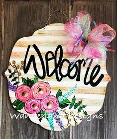 Porch Signs, Door Signs, Cute Crafts, Diy Crafts, Letter Door Hangers, Cool Art Projects, Pintura Country, Spring Door, Wood Cutouts