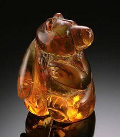 Native American Zuni Bear Fetish in Amber Amber Beads, Amber Jewelry, American Indian Art, Native American Art, Amber Stone, Bear Art, Rocks And Gems, Stone Carving, Native Art