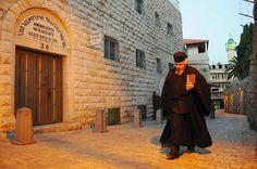 Por primera vez, las campañas de las 28 iglesias de Jerusalén, de diferentes comunidades, tañeron, al mismo tiempo, 100 veces este jueves a las 18.15 (hora local), al mismo momento que las de la gran catedral de Echmiadzín, a 15 km de Ereván, donde se celebrará la beatificación del millón y medio de las víctimas mortales del genocidio armenio.