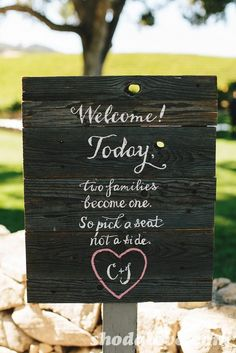 Welcome sign at a Rustic Wedding #weddingparty #woodsign LOVE! So why I cant register for excelfest