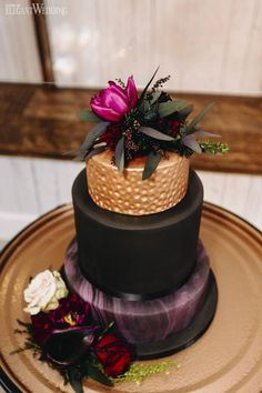 deep red wedding inspo for fall elegantwedding ca ? Copper Wedding Cake, Blush Wedding Cakes, Purple Wedding Cakes, Fall Wedding Cakes, Wedding Cake Rustic, Elegant Wedding Cakes, Elegant Cakes, Wedding Cake Designs, Wedding Ideas